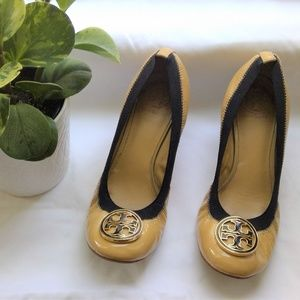 Tory Burch Caroline Wedges Sz 9.5 Tan & Black